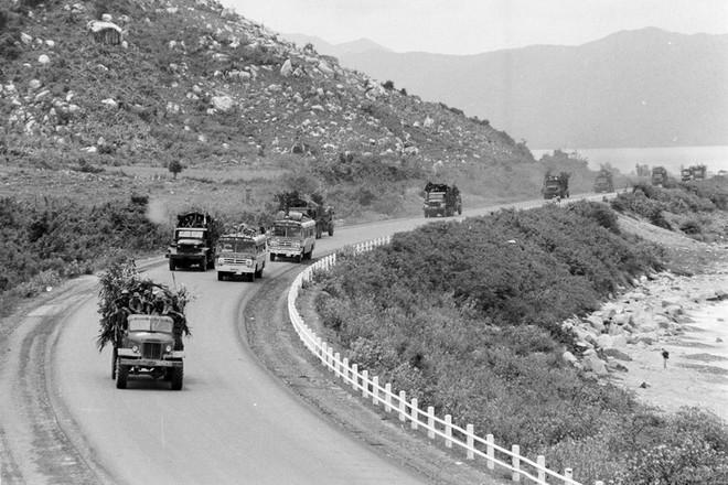 Cánh cửa thép Xuân Lộc bị chọc thủng - Mọi con đường vào Sài Gòn đã mở toang - Ảnh 3.