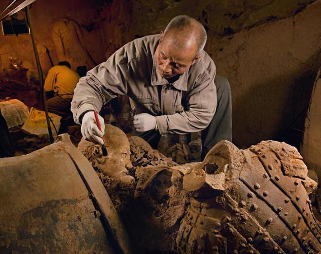 Bí mật lăng mộ Tần Thủy Hoàng: Vỏ bọc tuyệt đẹp bất ngờ co lại, nát vụn trong phút chốc - Ảnh 5.