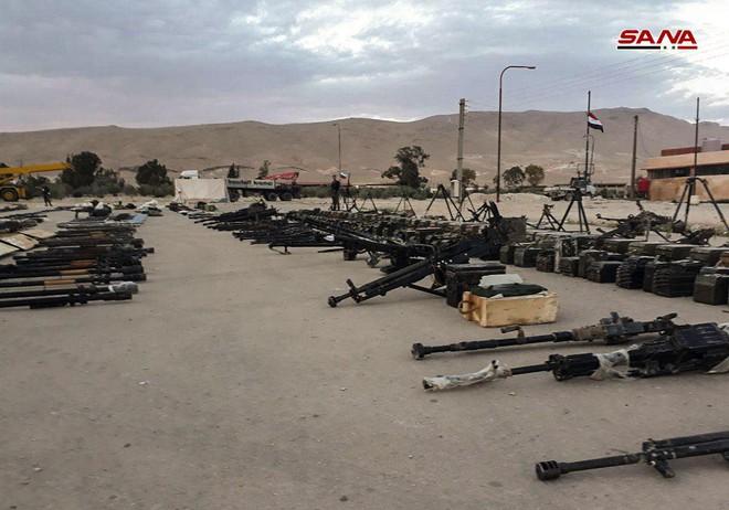 Cận cảnh số vũ khí QĐ Syria thu giữ của phiến quân ở Qalamun: Có tên lửa Mỹ, Trung Quốc - Ảnh 7.