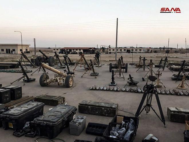 Cận cảnh số vũ khí QĐ Syria thu giữ của phiến quân ở Qalamun: Có tên lửa Mỹ, Trung Quốc - Ảnh 8.