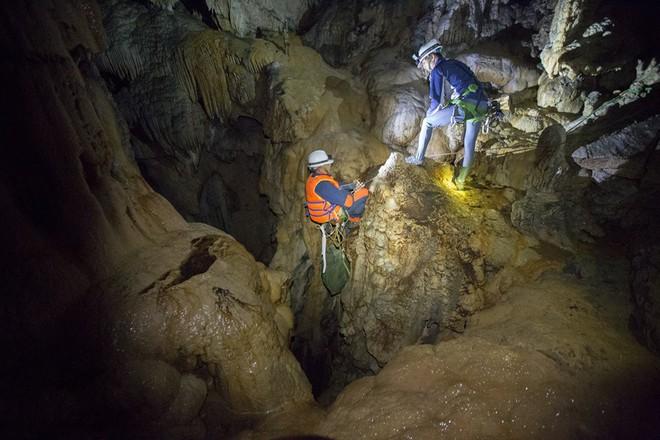 Hành trình khám phá hang Cống Nước sâu nhất VN: Tôi gãy xương đùi, vỡ đốt sống ngực... - Ảnh 5.
