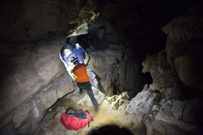 Hành trình khám phá hang Cống Nước sâu nhất VN: Tôi gãy xương đùi, vỡ đốt sống ngực... - Ảnh 8.