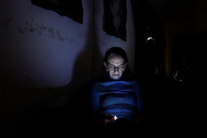24h qua ảnh: Hệ thống lưới điện chằng chịt như mạng nhện ở Campuchia - Ảnh 7.