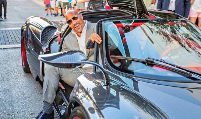 Gã khổng lồ Dwayne Johnson: Ở nhà triệu đô, đi siêu xe khủng, máy bay nhanh nhất thế giới - Ảnh 8.