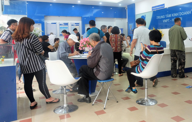 Các văn phòng Viettel Hà Nội vắng vẻ trong ngày đầu lùi hạn bổ sung thông tin thuê bao - Ảnh 9.