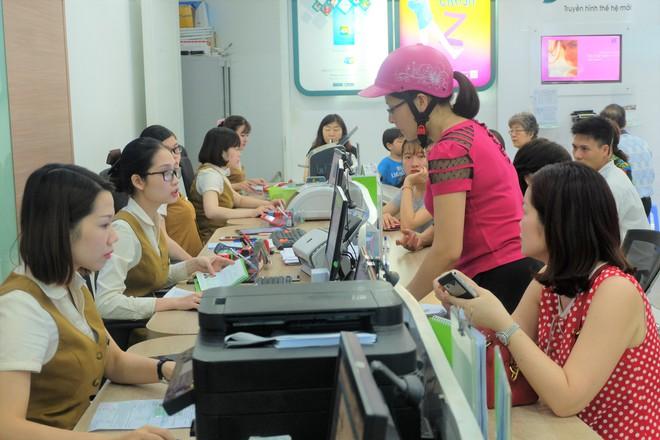 Các văn phòng Viettel Hà Nội vắng vẻ trong ngày đầu lùi hạn bổ sung thông tin thuê bao - Ảnh 5.