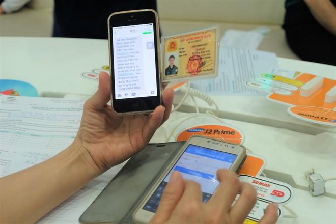 Các văn phòng Viettel Hà Nội vắng vẻ trong ngày đầu lùi hạn bổ sung thông tin thuê bao - Ảnh 10.
