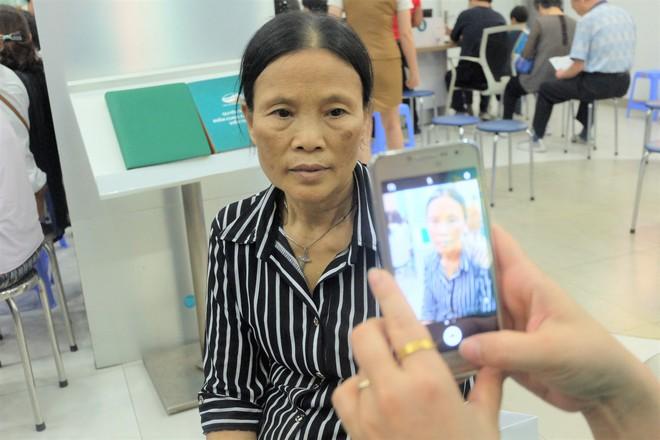 Các văn phòng Viettel Hà Nội vắng vẻ trong ngày đầu lùi hạn bổ sung thông tin thuê bao - Ảnh 8.
