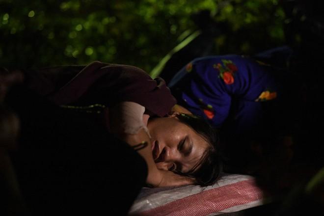 Du khách, trẻ nhỏ ngủ qua đêm la liệt tại đền Hùng - Ảnh 13.