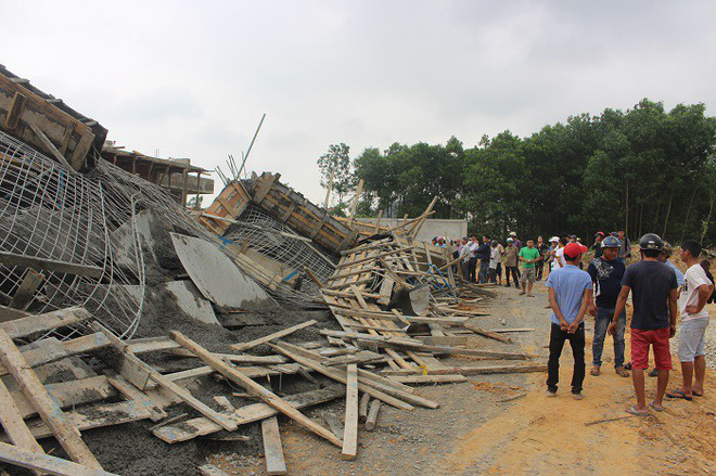 Sập công trình xây dựng, 7 công nhân bị vùi lấp trong đống bê tông - Ảnh 2.