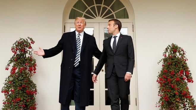 Phản ứng hóa học cực kỳ thú vị giữa 2 TT Trump-Macron: Vỗ đùi, dắt tay đi dọc Nhà Trắng - Ảnh 5.