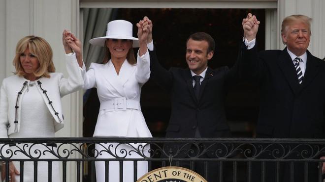 Phản ứng hóa học cực kỳ thú vị giữa 2 TT Trump-Macron: Vỗ đùi, dắt tay đi dọc Nhà Trắng - Ảnh 14.