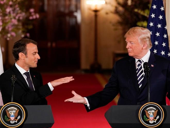 Phản ứng hóa học cực kỳ thú vị giữa 2 TT Trump-Macron: Vỗ đùi, dắt tay đi dọc Nhà Trắng - Ảnh 8.