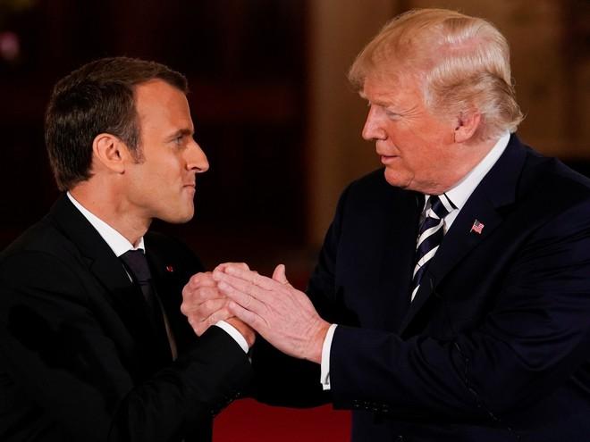 Phản ứng hóa học cực kỳ thú vị giữa 2 TT Trump-Macron: Vỗ đùi, dắt tay đi dọc Nhà Trắng - Ảnh 9.