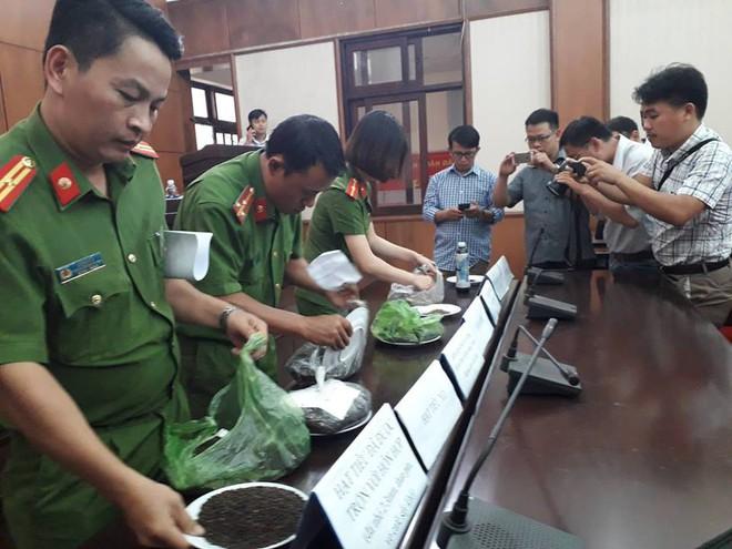 Công an Đắk Nông: Phế phẩm cà phê nhuộm pin con Ó được bán với giá 9.000 đồng/kg - Ảnh 6.