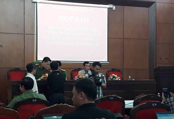 Công an Đắk Nông: Phế phẩm cà phê nhuộm pin con Ó được bán với giá 9.000 đồng/kg - Ảnh 8.