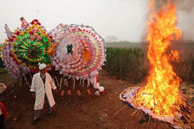 Phóng viên Mỹ: Hành trình thâm nhập thế giới người chết bí ẩn ở Trung Quốc - Ảnh 3.