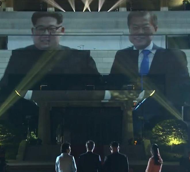 Kết thúc thượng đỉnh liên Triều: Lãnh đạo hai bên nắm chặt tay lúc tiễn biệt - Ảnh 4.