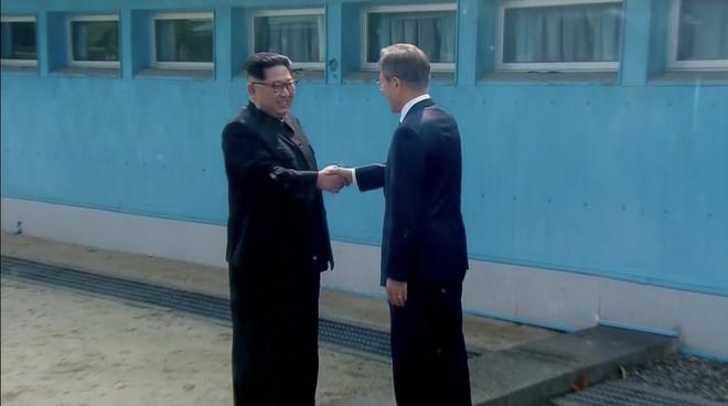 [CẬP NHẬT] Ông Kim Jong-un: Đường phân giới rất dễ bước qua mà ta lại mất tới 11 năm - Ảnh 4.