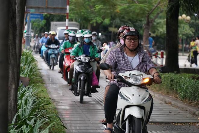 3 ô tô tông liên hoàn, cửa ngõ sân bay Tân Sơn Nhất kẹt cứng 5