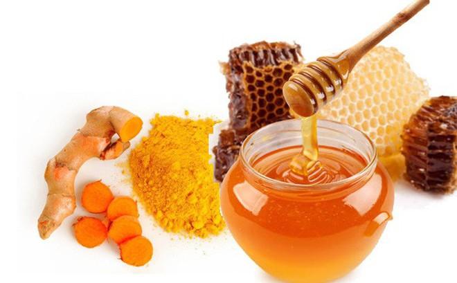trị mụn, thâm, sẹo từ nghệ và mật ong