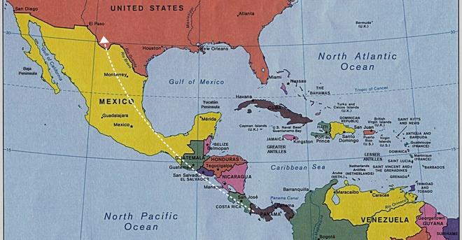 Biên giới Mỹ-Mexico hỗn loạn: Ông Trump nổi giận lôi đình vì chiêu trò của người vượt biên - Ảnh 1.