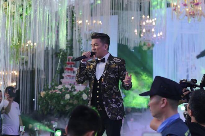 Hữu Công tiết lộ chi 2 tỷ cho đám cưới khủng, rộng 700m2, mời 1000 khách cùng sao hạng A về làng - Ảnh 12.