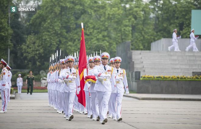 Xúc động lễ thượng cờ tại Quảng trường Ba Đình nhân ngày 30/4 7