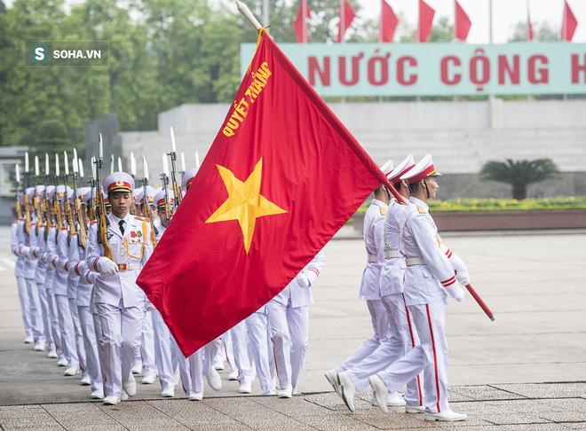 Xúc động lễ thượng cờ tại Quảng trường Ba Đình nhân ngày 30/4 8