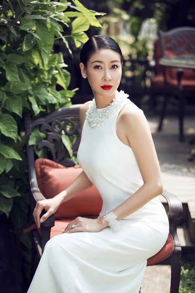 Mỹ nhân Vbiz U40, 50 thả dáng sexy với bikini: Nhìn Hoa hậu Hà Kiều Anh đã sốc, đến MC Kỳ Duyên mới khó tin! - Ảnh 1.