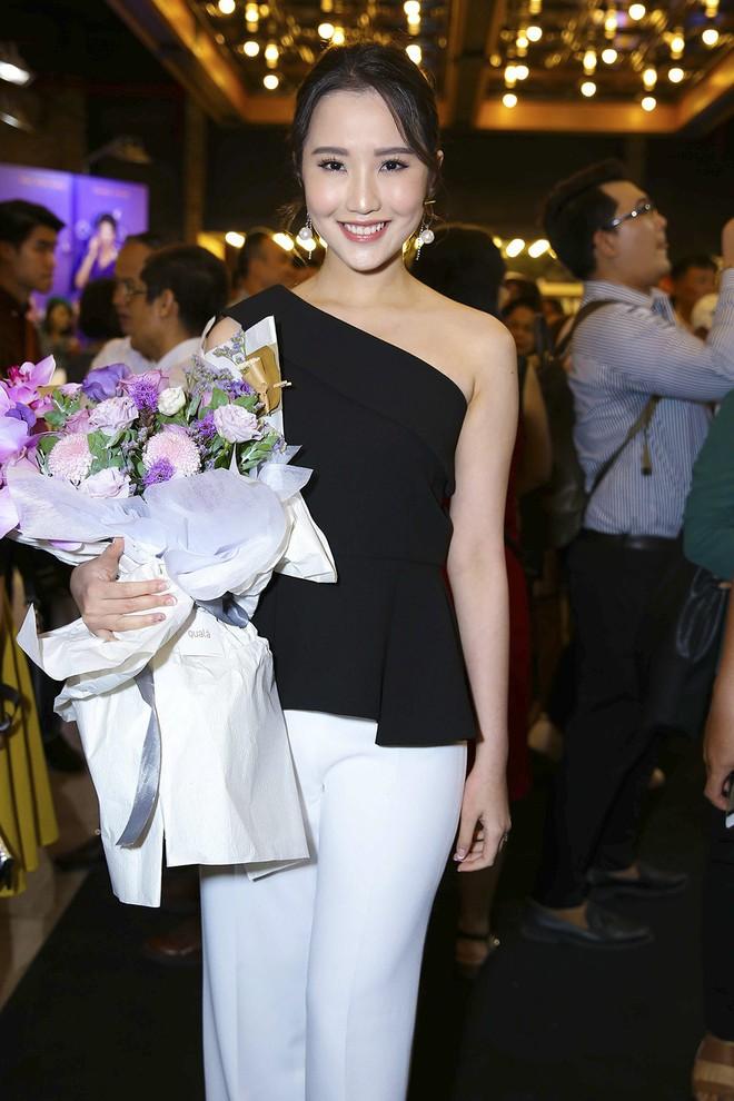 Hoài Lâm đi trễ 2 tiếng, hot girl Thúy Vi chạm mặt tình mới Phan Thành - Ảnh 10.