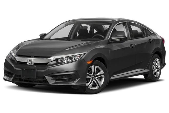 Nghịch lý thị trường ô tô: Thuế 0%, xe nhập về dồn dập, giá vẫn… chát - Ảnh 1.