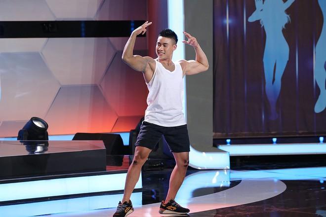 Trước mặt Trấn Thành, Hari Won hồn nhiên sờ bụng 6 múi của vận động viên thể hình chuyển giới - Ảnh 6.