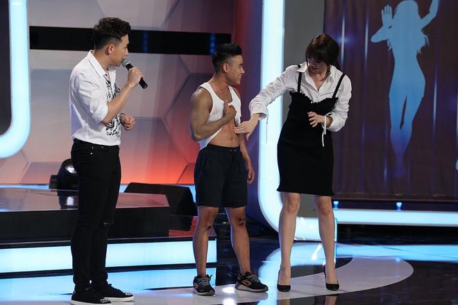 Trước mặt Trấn Thành, Hari Won hồn nhiên sờ bụng 6 múi của vận động viên thể hình chuyển giới - Ảnh 7.