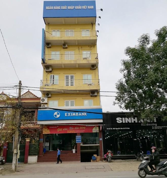 Hotgirl ngân hàng chiếm đoạt 50 tỉ đồng ở Eximbank - Ảnh 2.