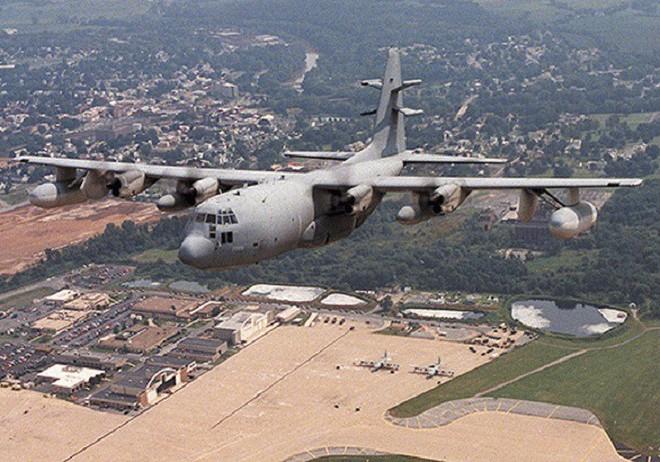 Mỹ đưa máy bay có khả năng chọc mù đối phương đến sát Triều Tiên - Ảnh 5.