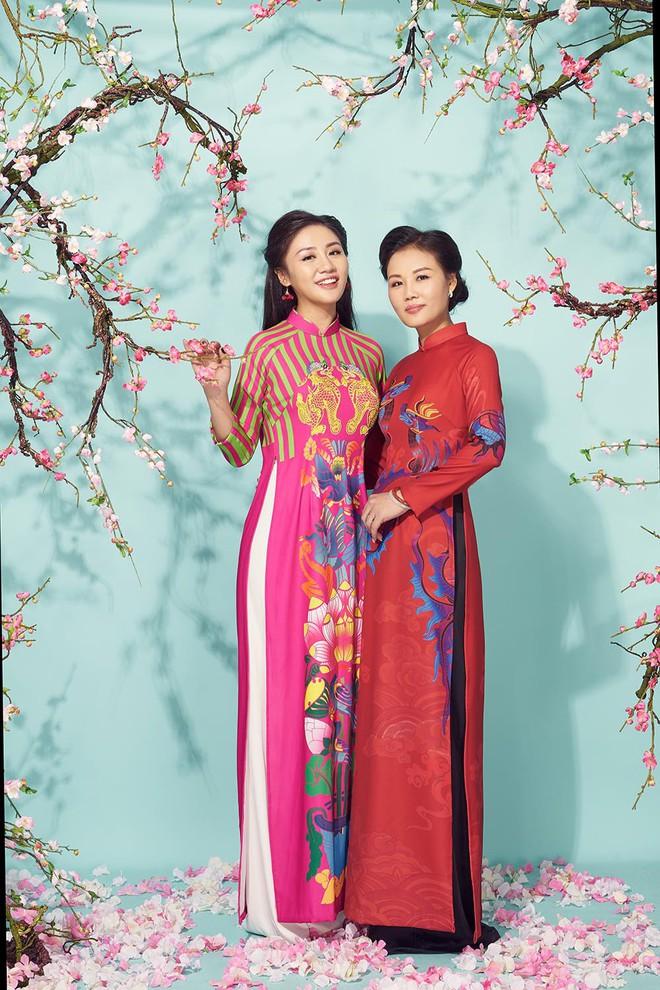 Văn Mai Hương khoe mẹ ruột trẻ trung, xinh đẹp - Ảnh 3.