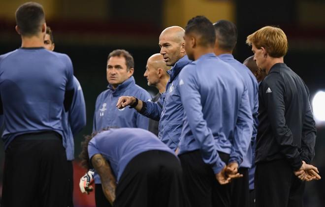 Không giỏi nhất, nhưng với Real Madrid, Zidane là duy nhất - Ảnh 2.
