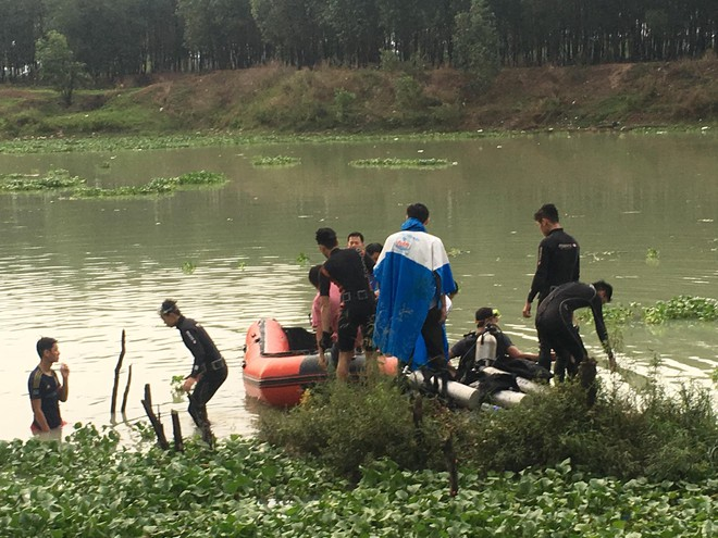 Hơn 10 người nhái dầm mưa tìm kiếm người đàn ông tắm đập mất tích 1