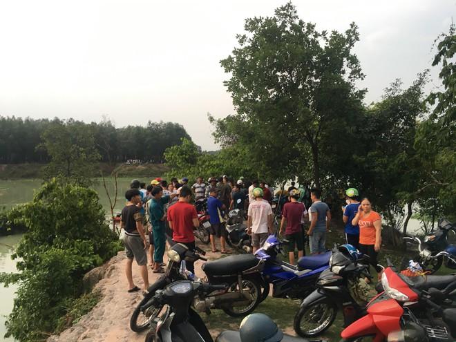 Hơn 10 người nhái dầm mưa tìm kiếm người đàn ông tắm đập mất tích 2
