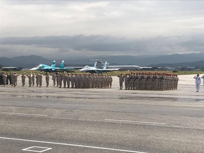 Nga duyệt binh tại Syria: Khoe vũ khí trong chiến sự nóng bỏng - Sẵn sàng chiến đấu cao - Ảnh 3.