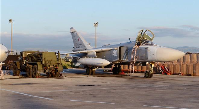 Sợ bị tập kích ở Syria, Nga lập tức giấu chiến đấu cơ Su-34, Su-35 trong... các bao cát - Ảnh 5.