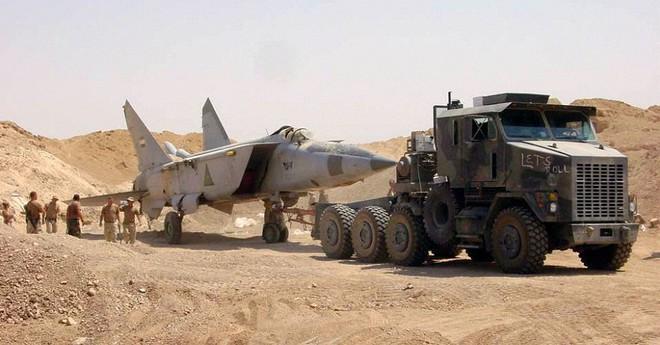 Sợ bị tập kích ở Syria, Nga lập tức giấu chiến đấu cơ Su-34, Su-35 trong... các bao cát - Ảnh 3.