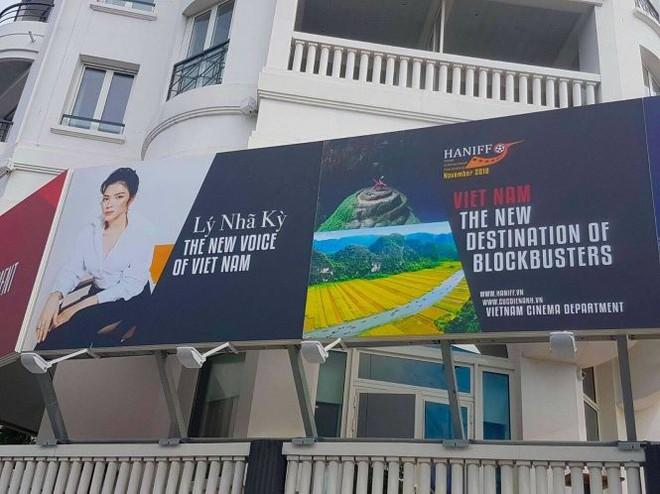 Không phải là khách mời danh dự, Lý Nhã Kỳ 5 lần đến LHP Cannes để làm gì? - Ảnh 4.