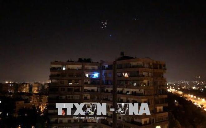 Tên lửa Israel 'câu' trúng trạm radar và kho vũ khí của Syria