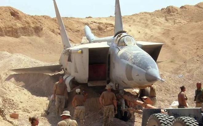 """Sợ bị tập kích ở Syria, Nga lập tức """"giấu"""" chiến đấu cơ Su-34, Su-35 trong... các bao cát"""