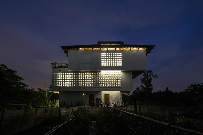 Độc đáo ngôi nhà với nhiều cửa của người Việt trên báo Mỹ - Ảnh 2.