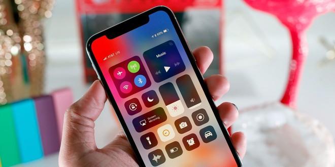 Tôi từng tự hỏi: Tụi này bị khùng hay sao lại làm cái vệt đen trên màn hình iPhone X? - Ảnh 6.