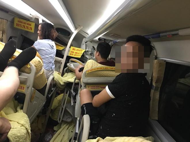 Xe chở khách du lịch bị tông nát đầu: Pha thoát hiểm không tưởng và đêm trắng ở Nghệ An - Ảnh 3.