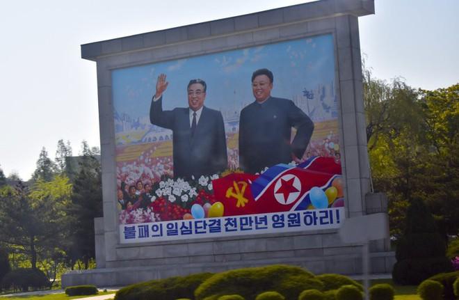 PV Mỹ tiết lộ hành trình công du Triều Tiên: Hộ chiếu đặc biệt, 4 ngày chỉ tắm 1 lần - Ảnh 2.